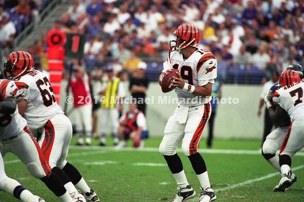 BALTIMORE, MD - SEPTEMBER 24: Quarterback Scott Mitchell #19 of the Cincinnati Bengals looks for a receiver to pass to during a NFL game against the Baltimore Ravens at PSINet Stadium on September 24, 2000 in Baltimore, Maryland. The Ravens won the game 37-0. (Photo by Michael J. Minardi) *** Local Caption *** Scott Mitchell