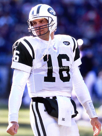 BALTIMORE,MD - DECEMBER 24; Quarterback Vinny Testaverde #16 of the New York Jets looks to his coach on the sidelines during a game against the Baltimore Ravens on December 24, 2000 at PSINet Ravens Stadium in Baltimore, Maryland. (Photo by Michael Minardi) ***Local Caption *** Vinny Testaverde