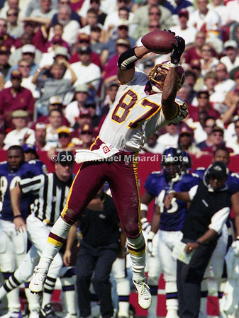 WASHINGTON, DC - July 28: Wide Receiver Qadry Ismail #87 of the Washington Redskins jumped into the air to make a flying catch during a NFL scrimmage preseason game against the Baltimore Ravens opener at FedExField on July 28, 2000 in Landover, Maryland. The score is not known. (Photo by Michael J. Minardi) *** Local Caption *** Qadry Ismail