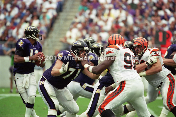 BALTIMORE, MD - SEPTEMBER 24: Defensive Tackle Glen Steele #70 of the Cincinnati Bengals blocks his assigned man on his way to the Quarterback Tony Banks #12 of the Baltimore Ravens during a NFL game against the Baltimore Ravens at PSINET Stadium on September 24, 2000 in Baltimore, Maryland. The Ravens won 37-0. (Photo bt Michael J. Minardi) *** Local Caption*** Glen Steele;Tony Banks