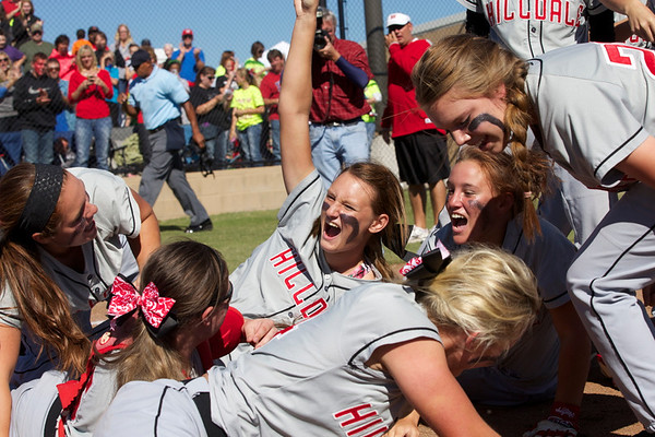 Special photo by Von Castor<br /> Casady Mills, center, celebrates with the rest of her teammates after Hilldale won the Class 4A fastpitch state championship.