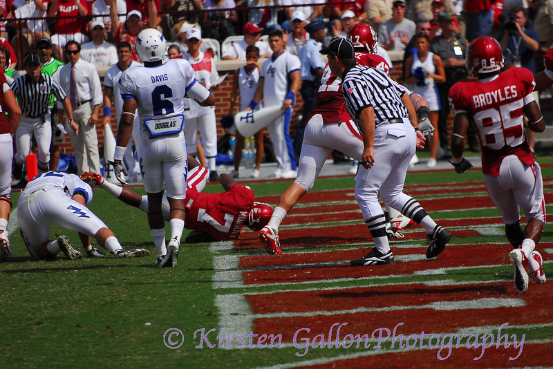 Murry finds just enough room to fall in over the goal line.  OU scores on it's first possession.