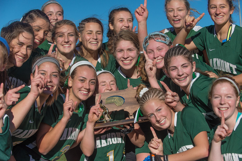 Oakmont players pose with their Div II Field Hockey Championship trophy. SENTINEL & ENTERPRISE / Jim Marabello