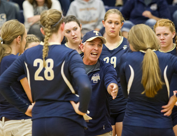 Teutopolis head coach Tim Mills speaks with his team during the second set of the regional semifinals.