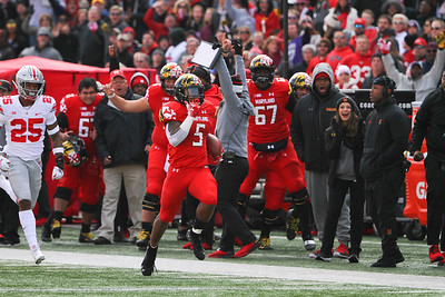 Maryland RB #5 Anthony McFarland streaks down the sidleine for a Maryland touchdown.