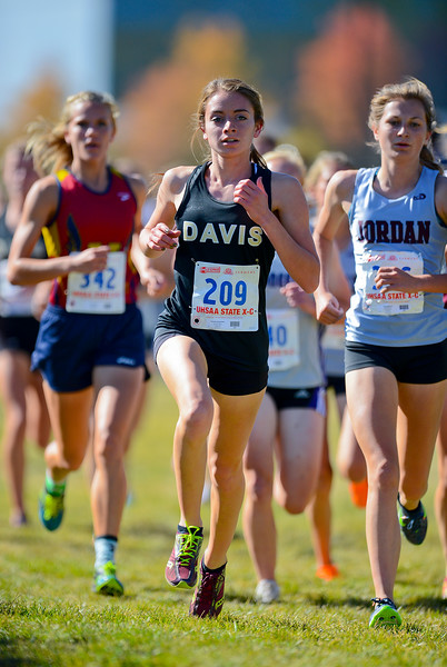 Hannah Albrechtsen from Davis High School gains a couple positions at the girl's 4a state cross country championships. At Sugarhouse Park in Salt Lake City. On October 23 2013. (Brian Wolfer Special to the Standard-Examiner)