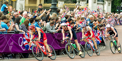 The crowds enjoyed the Men's Triathlon in Hyde Park and outside Buckingham Palace