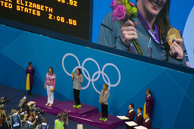 Women's 100m backstroke medal ceremony