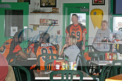 Beef and Fan Meetup at Quaker Steak and Lube