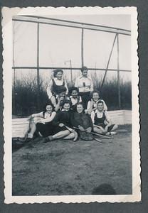 onduidelijkjaar 1940 of wat later  AlbumVervoort Fotograaf: onbekend Formaat: Afdruk zw