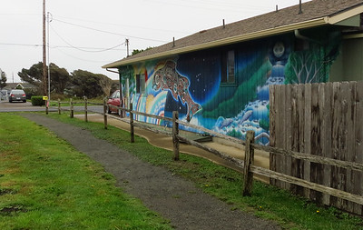 Nice mural passing through the ocean side houses.