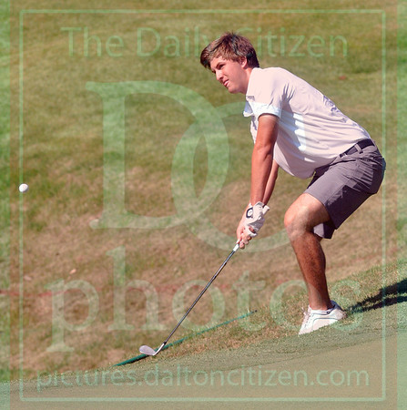 Matt Hamilton/The Daily Citizen<br /> USC Will Murphy chips up from the rough on #9 Friday.