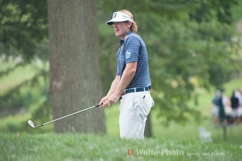 Brandt Snedecker chipping from the steep approach of the 9th green at Congressional Country Club.