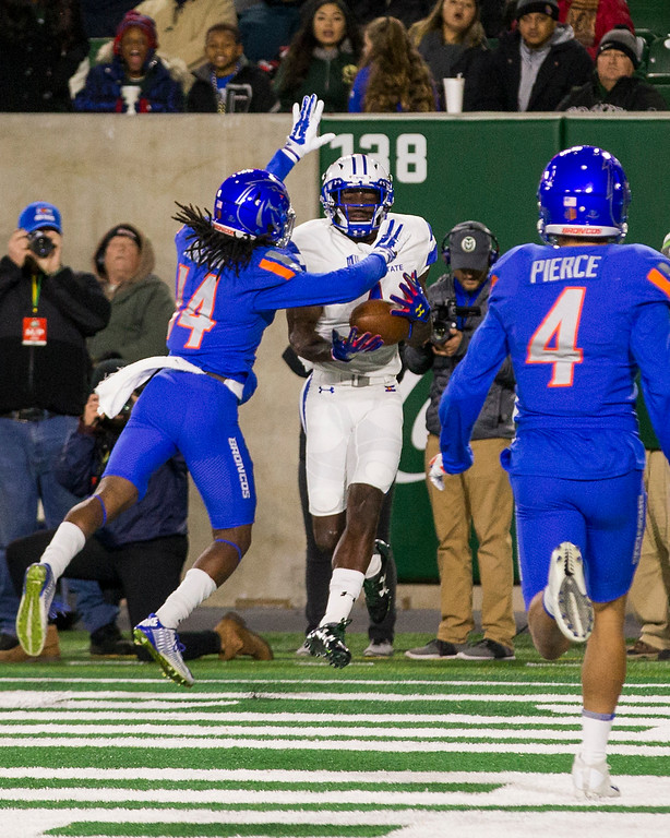 . Colorado State wide receiver Michael Gallup (4) snags a touchdown catch against Boise State\'s Tyler Horton (14) during first-half action Saturday evening Nov., 11, 2017, at the CSU Stadium in Fort Collins. (Michael Brian/For the Reporter-Herald)