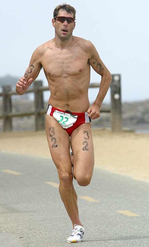 Men's winner Simon Lessing ran a 30:33 10K