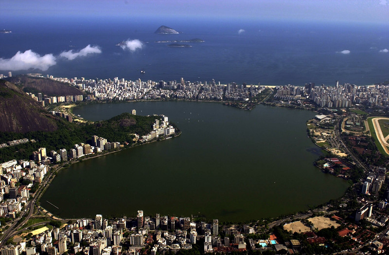 A view of the Rodrigo de Freitas lagoon, site of the rowing competition of the 2007 Pan-Am games in Rio de Janeiro, which is surrounded by Ipanema and Leblon, top, and Jardim Botanico, Bottom. (AustralFoto/Douglas Engle)
