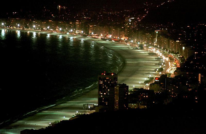 Nighttime on Copacabana Beach in Rio de Janeiro. The beach will will host the beach volleyball, triathlon and water marathons of the Pan-Am games in July 2007.(AustralFoto/Douglas Engle)