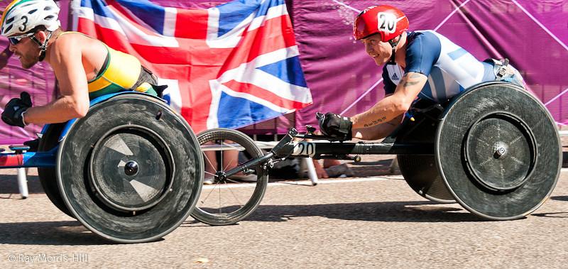 David Weir of Great Britain tracks Kurt Fearnley of Australia in the Marathon