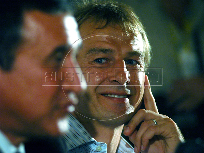 Juergen Klinsmann, right, head coach of the German national football team listens to Brazil's coach Carlos Alberto Parreira during a news conference at the II Internacional Football Forum in Rio de Janeiro, Brazil, Dec. 1, 2005.  (Austral Foto/Renzo Gostoli)