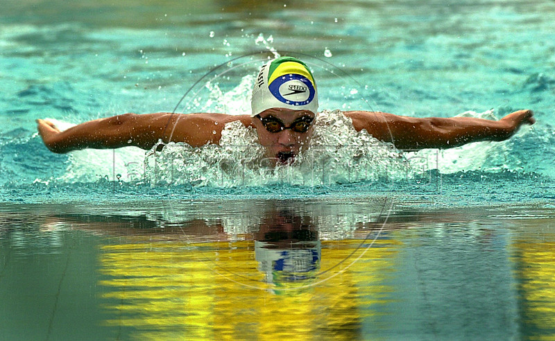 """Brazilian Thiago Pereira swims in the men's 400 meter medley   at the Brazilian Championship in Rio de Janeiro, Brazil, May 6, 2004. Pereira won with a time of 4'17""""62 minutes, new South American record. (Austral Foto/Renzo Gostoli)"""