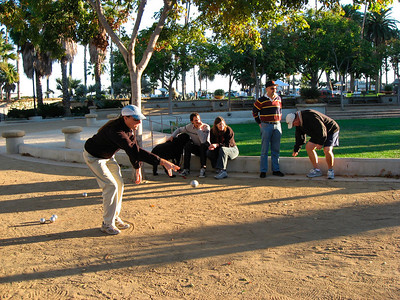 Famille Bourgeois joue à la pétanque (12/2007)