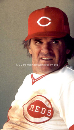 Pete Rose in dugout img101
