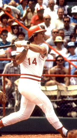 A Pete Rose hits home run img120