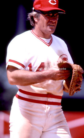 Pete Rose puts on his glove img114