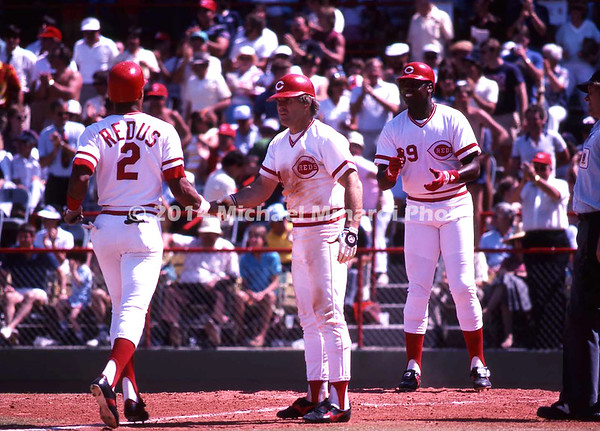 Pete Rose greets Redus at home plate img103