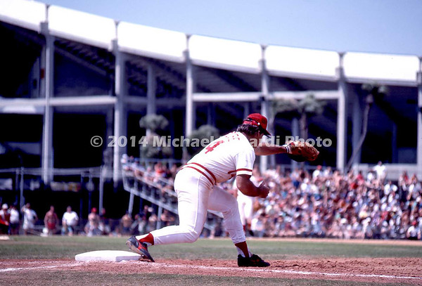 Pete Rose reaches for catch img116