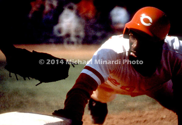 Eddie Milner dives to 2nd base img140