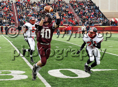 Easton, PA, 11/27/2008: Phillipsburg's Derek Brousseau catches a pass in the third quarter of play against Easton Thursday in the 102nd Phillipsburg-Easton Thanksgiving Day game. Easton won, 35-14.