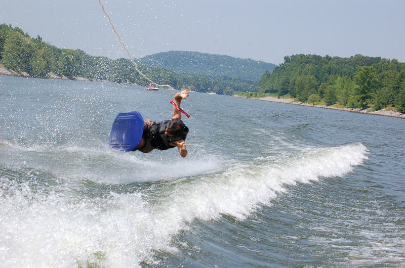 Tate shows off his wipe out technique!