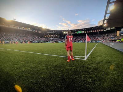 Tobin Heath prepares to take a corner kick against Utah Royals FC in Portland, OR on May 25, 2018.