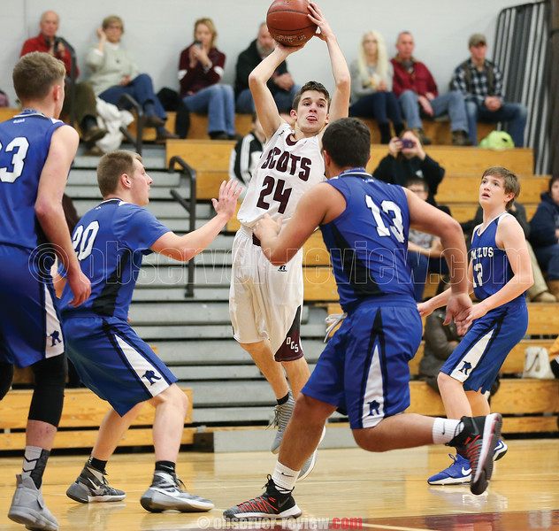 Preston Cratsley passes the ball for Dundee in the first half of the Romulus game.