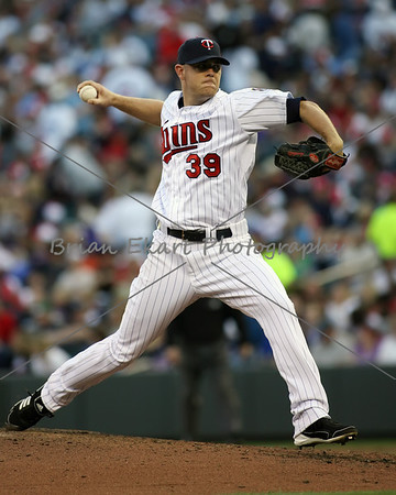 Minnesota Twins pitcher P.J. Walters (39) pitching during the game on May 12, 2012:  at the Minnesota Twins game versus the Toronto Blue Jays at Target Field in Minneapolis, MN.