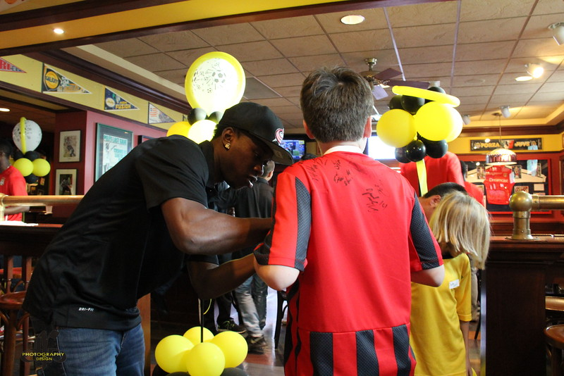 Quentin Griffith signing autographs at 2014 Meet and Greet