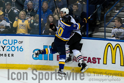 NHL: APR 21 Round 1 - Game 5 - Blackhawks at Blues