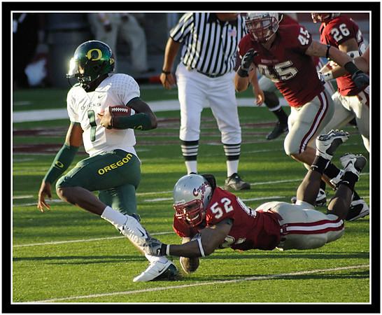"Cougar linebacker, Greg Trent makes a nice ""shoestring"" tackle on Oregon quarterback Darron Thomas."