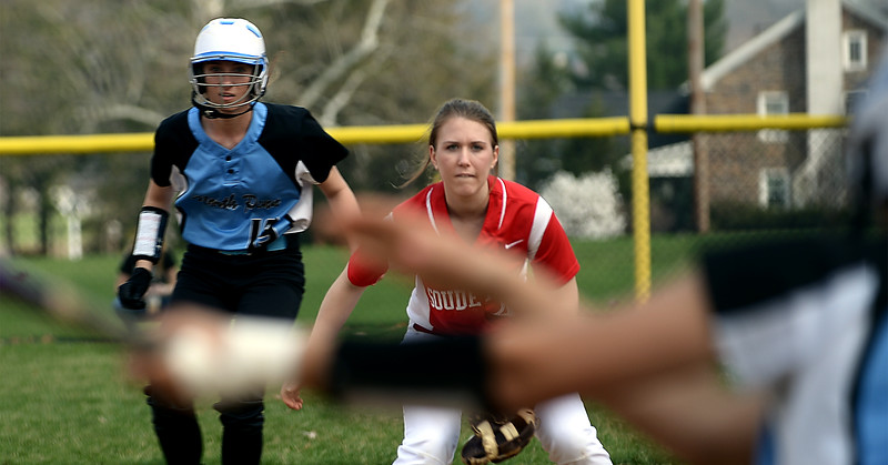 Bob Raines-Montgmery Media<br /> Souderton first baseman Alex Gaydos keeps an eye on the batter as North Penn April 17, 2015.