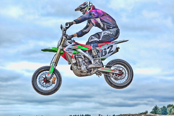 Ryan sports new purple gear so I thought it would be fun to pop up his image as he soars over the tabletop at BC Supermoto Sports. Nice air! Who says Motards can't fly!