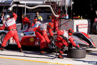 Tire change for the #1 Audi