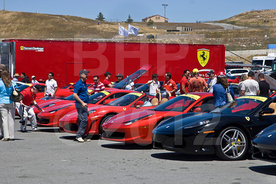 Beautiuil Ferrari's fill the car park