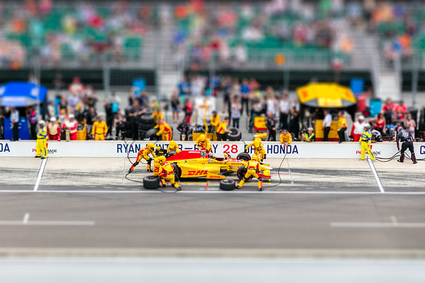 Ryan Hunter-Reay pitting