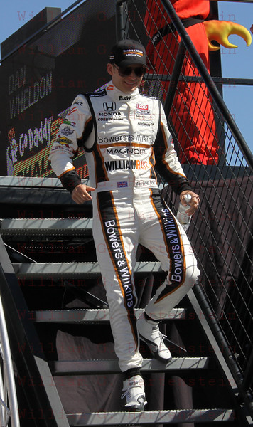 Dan Wheldon is introduced before the IZOD IndyCar World Championship race at the Las Vegas Motor Speedway in Las Vegas, Nevada October 16, 2011.