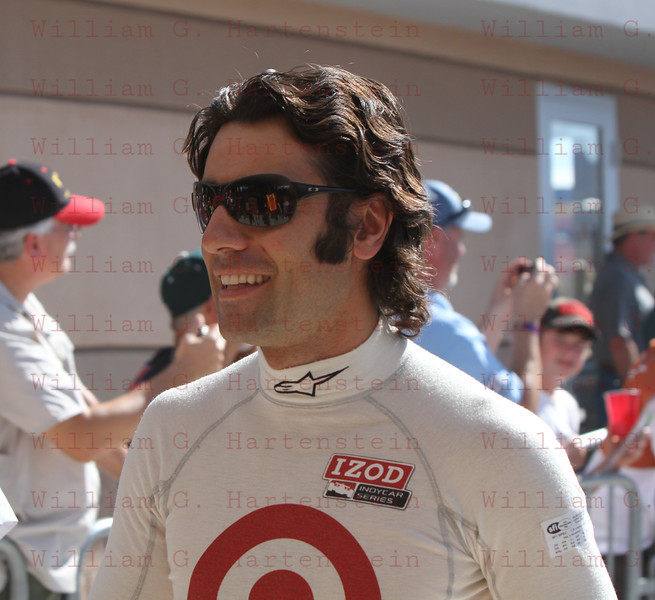 Dario Franchitti leaves drivers meeting before the start of the last race of the season