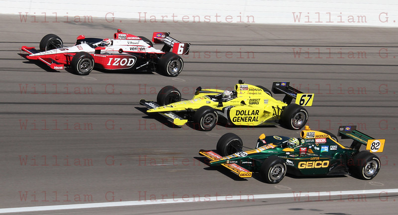Ryan Briscoe #6, Ed Carpenter #67 & Tony Kanaan #82 salute Dan Wheldon in a 5 lap tribute.