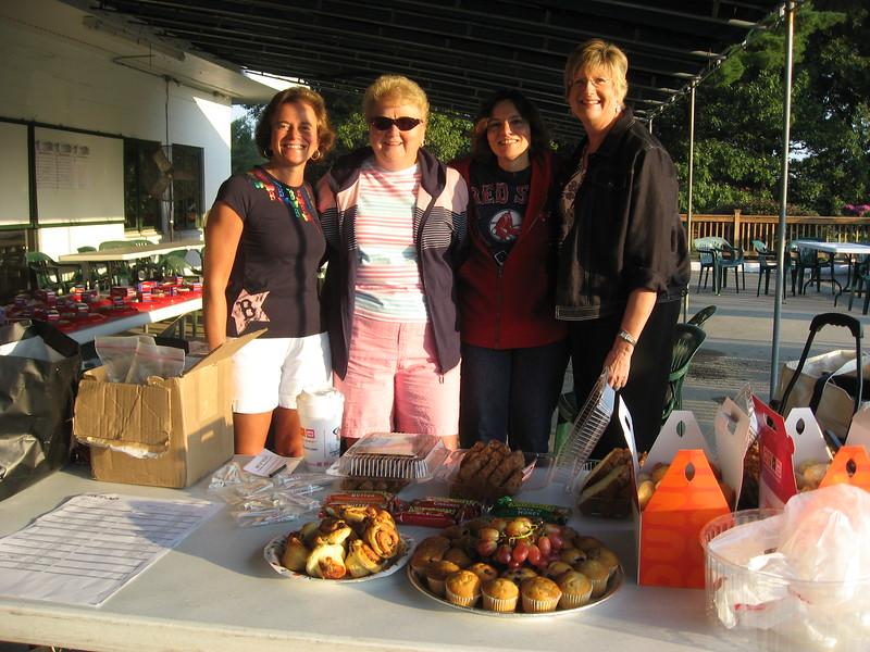 0741 IMG_2756 Volunteers Michelle Louise Toni Carol