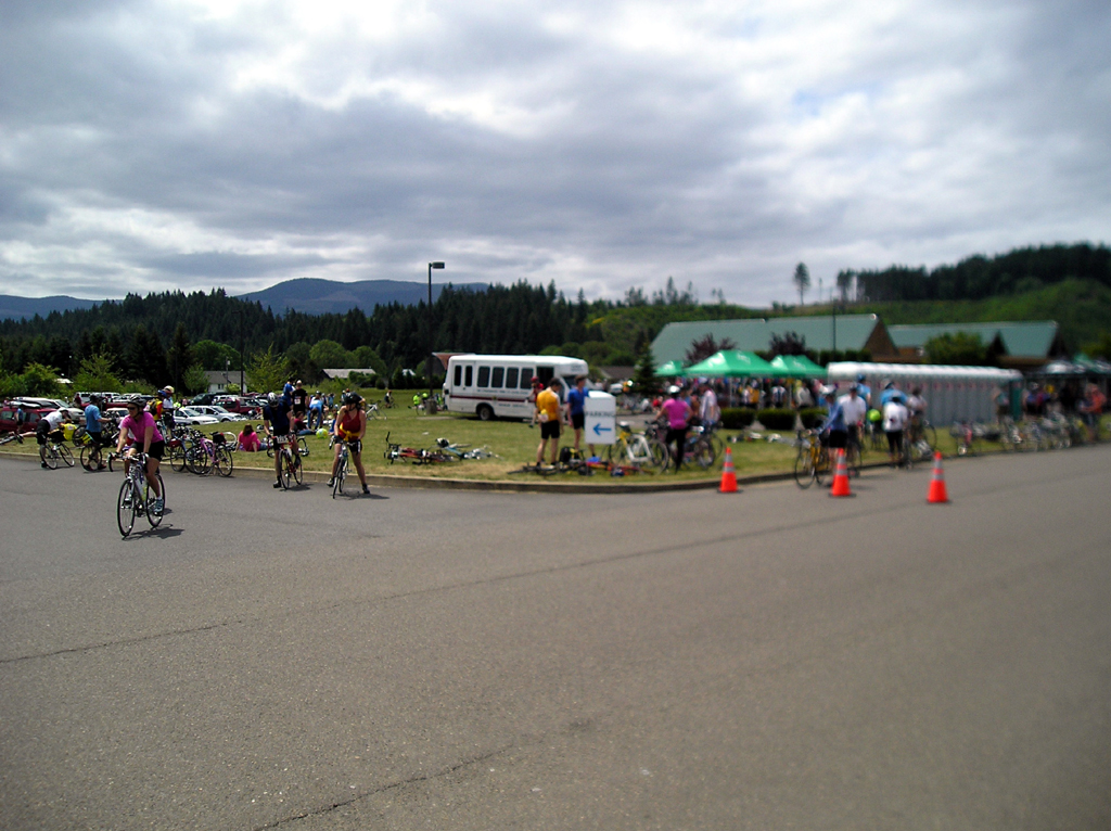 Second lunch at Grande Ronde Stop. 78 miles.  1:10pm