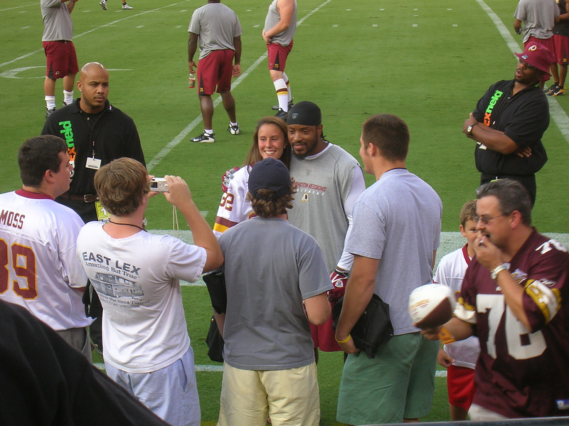 Santana Moss spending time with his fans